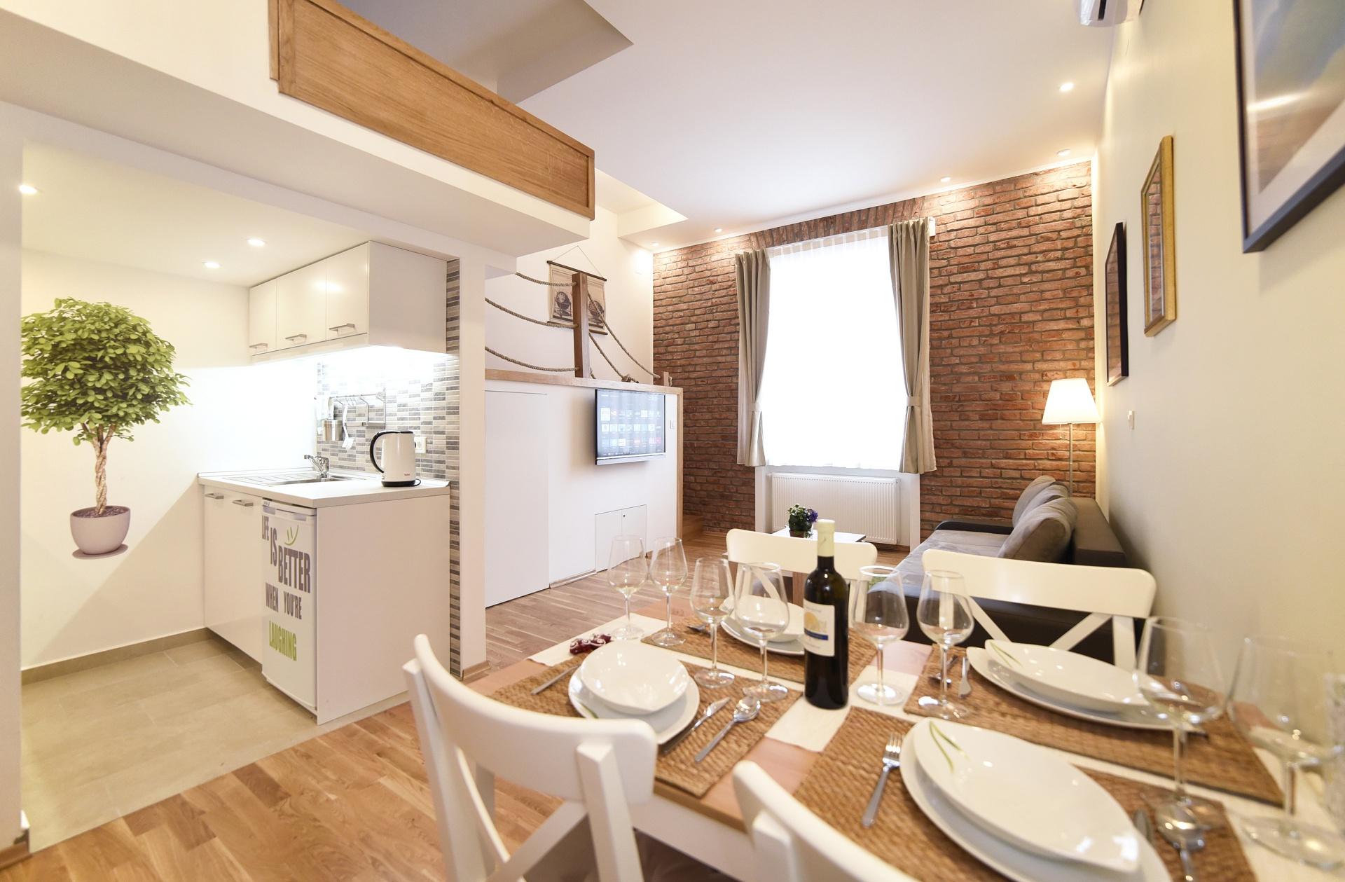 Studio Apartment 2 – White Heart